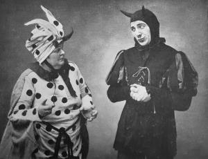 Theo Lingen (re.) als Teufel und Marie Wellig-Bertram als des Teufels Großmutter