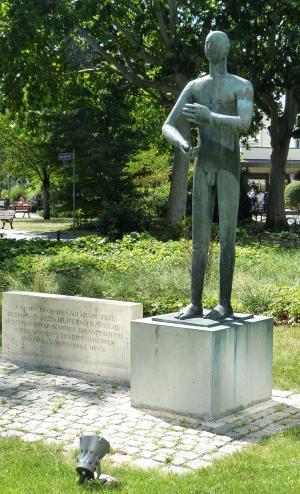 Hölderlindenkmal in Ffm.