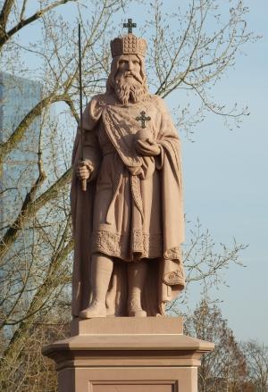 Standbild Karls d. Gr. auf der Alten Brücke in Ffm.