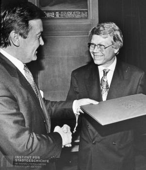 Harry Kupfer (re.) mit OB Andreas von Schoeler (li.)