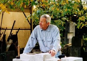 Hans Steinbrenner in seinem Gartenatelier